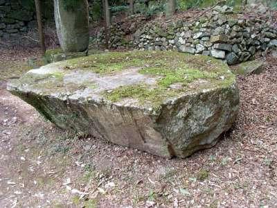 安土城 残念石(蛇石という説もある)