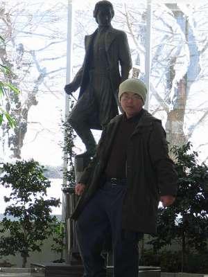 五稜郭タワー 榎本武揚像の前で