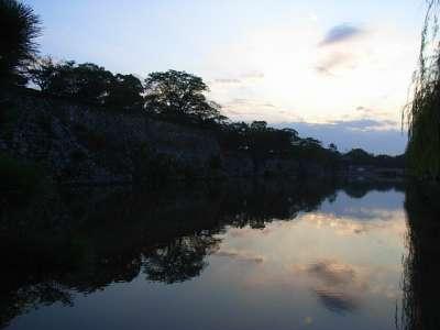 姫路城 朝の水掘
