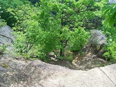 岩殿山城 稚児落とし方面岩壁