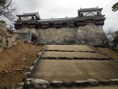 伊予松山城 北隅櫓(左)と南隅櫓(右)