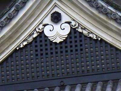 松本城 木連子格子と懸魚