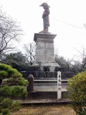 延岡城 内藤政挙公像
