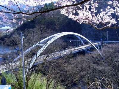 三峰川にかかる橋