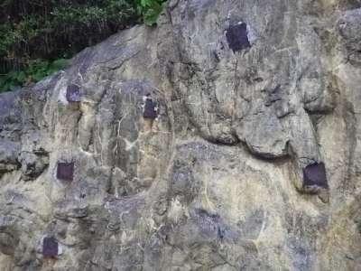 浦戸台場近くの鉄骨が埋め込まれた岩
