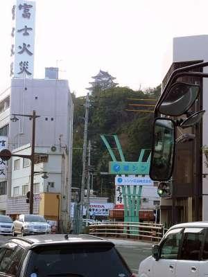 宇和島駅前より宇和島城を望む