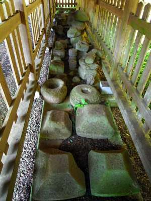 観音寺(牛久市) 古い礎石