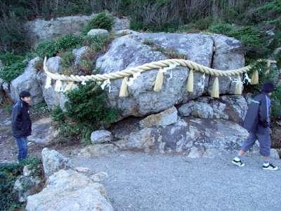 大御神社(宮崎県日向市) さざれ石