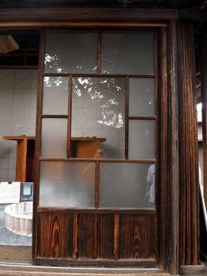 三鷹の水車農家 しんぐるま 窓