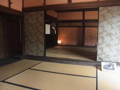 二見家住宅(宮崎県宮崎市) ザシキ(奥)とツギノマ(手前)