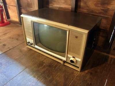 二見家住宅(宮崎県宮崎市) 古いテレビ