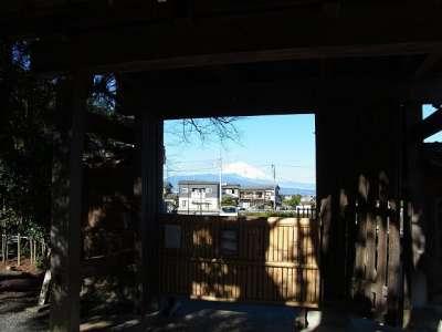 裏門から富士が見えた