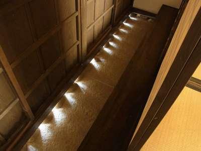 岩槻藩 遷喬館 礎石の間からの光り
