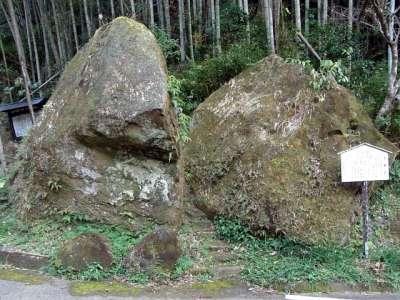 本庄の石仏(宮崎県国富町) 夫婦岩