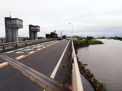 三郷放水路 中川の側