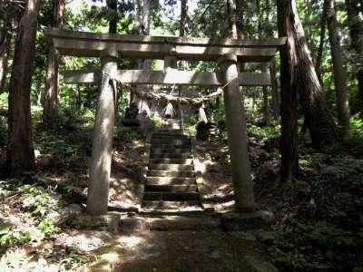 沓掛峠の山神社