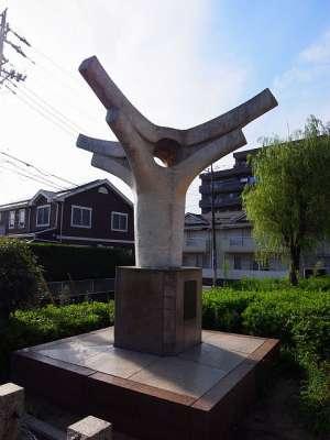 たしか二十世紀梨誕生の地記念オブジェ