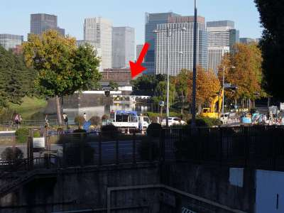 旧井伊邸前から桜田門が見える